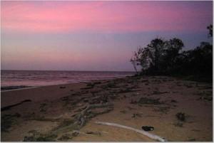 Strand van Braamspunt tijdens zonsondergang